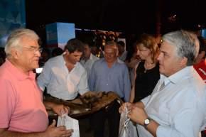 Uñac visitó los stand de la Feria en el predio del Parque de Mayo