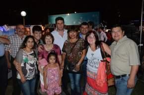 El gobernador Uñac se tomó fotos a pedido de la gente que se lo cruzaba