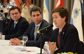 El embajador canadiense, Robert Fry en la apertura del seminario