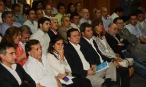 Autoridades de la provincia en la disertacíon de Costamagna