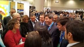 Uñac, junto a otros mandatarios provinciales, en la PDAC, en Canadá