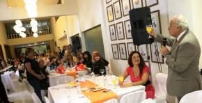 El Dr. Marcelo Lima brinda con las Mujeres legislativas