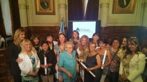 Mujeres distinguidas con integrantes de la Comisión Banca de la Mujer del Senado de la Nación