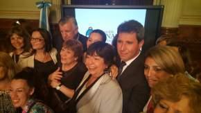 Gioja y Uñac con las distinguidas Rosalía Garro y Laura Avila, y Marina Riofrio, titular de la Banca de la Mujer