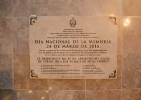 La placa descubierta por los 40 años del golpe militar
