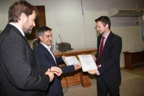 El intendente Franco Aranda, el presidente del Concejo Deliberante, Juan Pablo Dara y el responsable de Certificación Gerencial de IRAM, Diego Romá