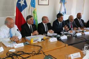 Dirige la palabra el intendente regional Claudio Ibáñez