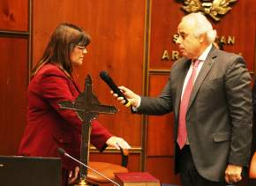 Lima toma juramento a la diputada Amanda Días, de la Sala Juzgadora