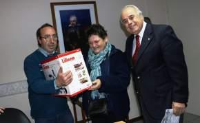 """Lima entregó a miembros de la parroquia """"Santísima Trinidad"""", un electrodoméstico para premio de una rifa para las fiestas patronales"""