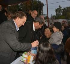 El gobernador Uñac y el intendente Abarca entregan llaves de viviendas a los adjudicatarios