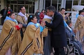 El intendente Franco Aranda saluda a los integrantes del Ballet municipal