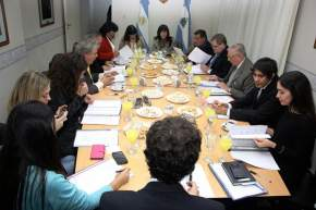 Legisladores de San Juan y Mendoza reunidos en la Legislatura Provincial de SJ