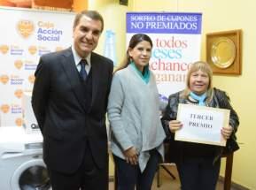 Las autoridades de la Caja de Acción Social entregaron el tercer premio