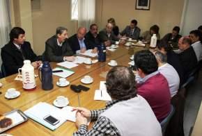 El presidente de la Empresa Provincial de Energía Sociedad del Estado (E.P.S.E.), Víctor Doña con legisladores