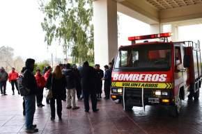 El Ministerio de Gobierno entregó un camión a los Bomberos Voluntarios de Capital