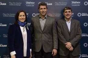 El gobernador Sergio Uñac con la directora de Fundación Telefónica, Agustina Catone y el gerente regional de Cuyo de Telefónica, Gustavo Truffini
