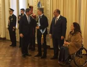 El gobernador Uñac saluda al presidente Macri