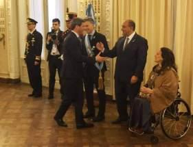 Sergio Uñac saluda a su par y anfitrión, Juan Manzur