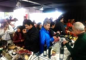 Exhiben productos gourmet, vinos, aceites de oliva, dulces, conservas