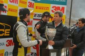 El gobernador Uñac entrega los trofeos