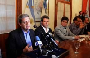 Dirige la palabra el ministro de Hacienda, Roberto Gattoni