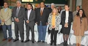 Concejales, funcionarios municipales, invitados al acto