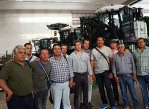 El gobernador Uñac junto a la delegación de productorees y el ministro Díaz Cano