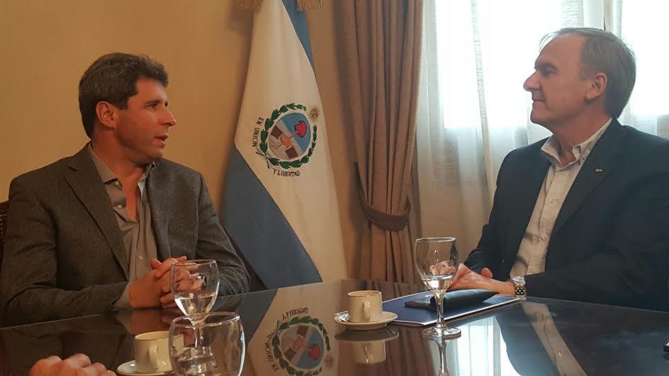 El Sec. Gral de CAME, José Bereciartúa, junto al Gobernador Sergio Uñac