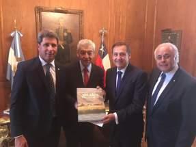 Uñac y Lima con el embajador Bordón y el presidente del Instituto Nacional Sanmartiniano del Ministerio de Cultura de la Nación, Eduardo García Caffi