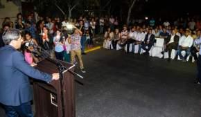Gobernador Uñac inaugurando repavimentación de calles de Capital