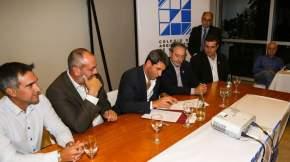 El gobernador Uñac firma el convenio para el diseño de la Terminal de Ómnibus