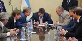 Uñac firmó el Contrato para la remodelación de Avenida José Ignacio de la Roza