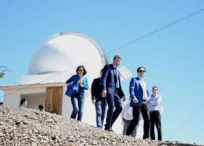 Autoridades se dirigen al lugar donde se construirá el Radiotelescopio CART