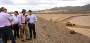 El gobernador Uñac, el intendente de Albardón, Abarca, y funcionarios recorrieron las obras del autódromo El Villicum