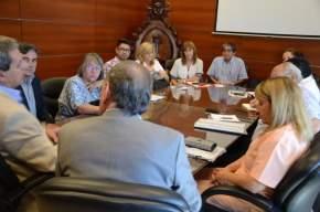 Ministros de Hacienda y de Educación se reunieron con gremialistas de Salud