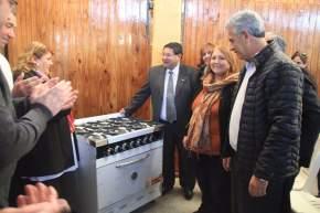 Entregan utensilios y cocina industrial para la Escuela Castelli