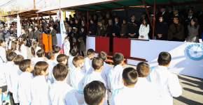 Ministro de Educación toma jura a la bandera a alumnos de 4º grado