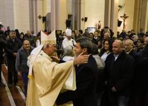 Sergio Uñac saluda a Monseñor Lozano