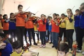Chicos de orquestas municipales de jóvenes