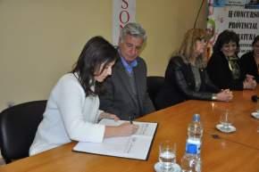 Firma la ministra Claudia Grynszpan el Acta Convenio para el desarrollo del II Concurso Provincial Literario
