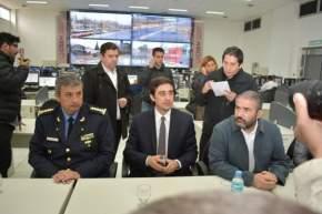 El Ministro de Gobierno, Emilio Baistrocchi, acompañado del Secretario de Seguridad, Gustavo Fariña, y el Jefe de la Policía de San Juan, Luis Martínez