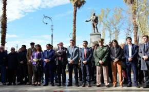 Autoridades en la Plaza Laprida