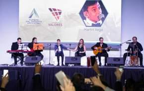 El joven español Martin Vega actuó y deleitó a los presentes