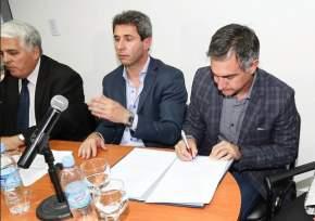 Firmaron convenio el Ministerio de Producción y el Municipio de Capital, y fue refrendado por el gobernador Uñac